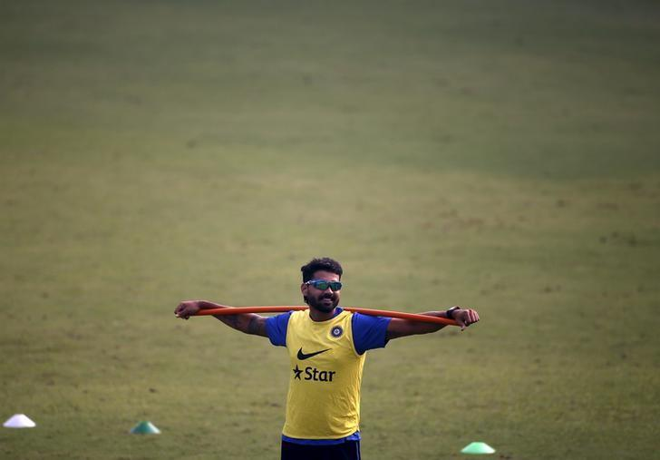 India's Murali Vijay attends a practice session ahead of their fourth and final test cricket match against South Africa, in New Delhi, India, December 2, 2015. REUTERS/Anindito Mukherjee/File Photo