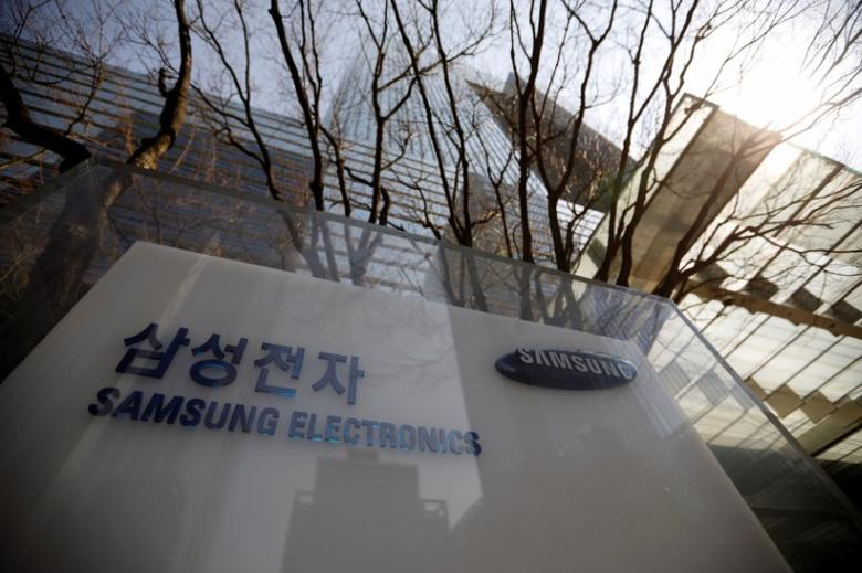 The logo of Samsung Electronics is seen in front of its building in Seoul, South Korea, February 28, 2017. Picture taken February 28, 2017. REUTERS/Kim Hong-Ji