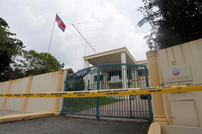 2017年3月7日,马来西亚吉隆坡,警方封锁朝鲜使馆。REUTERS/Lai Seng Sin
