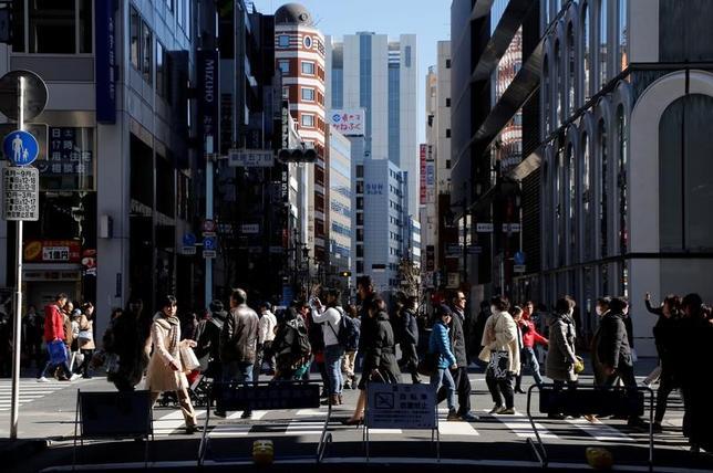 3月7日、OECDは経済見通しで、世界経済は緩やかに回復しているが、経済ナショナリズムと主要中央銀行の政策の分岐によるリスクがあるとの見解を示した。都内で先月撮影(2017年 ロイター/Toru Hanai)