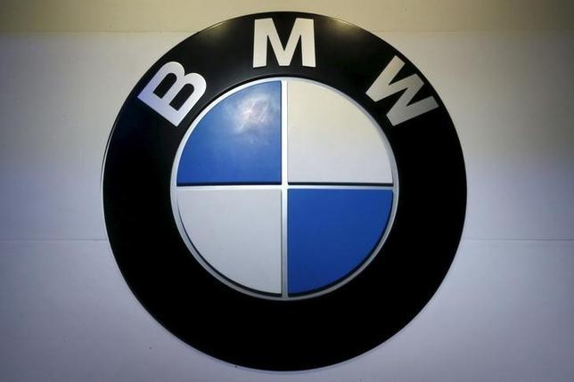 3月9日、独自動車大手BMWは、2016年純利益が前年比8%増の69億ユーロになったと発表した。写真はロゴ、バンコクで昨年3月撮影(2017年 ロイター/Chaiwat Subprasom)