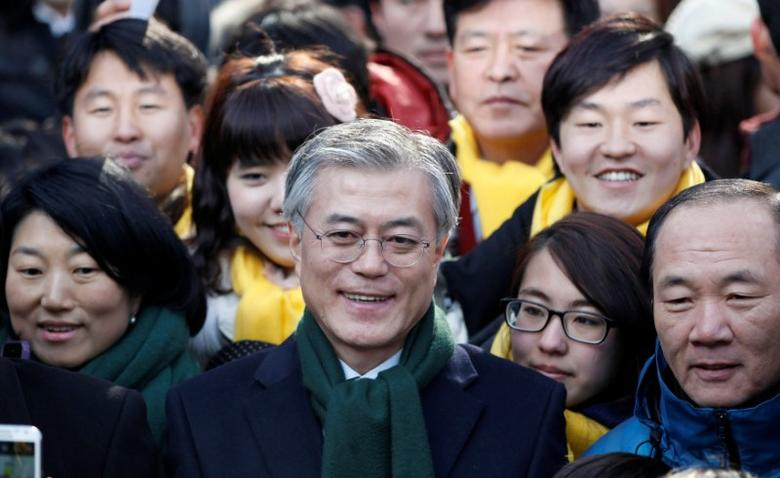 FILE PHOTO: Moon Jae-in (C), former human rights lawyer and presidential candidate of the main opposition Democratic United Party, attends a campaign encouraging people to vote, in Seoul, South Korea December 19, 2012. REUTERS/Kim Hong-Ji/File Photo