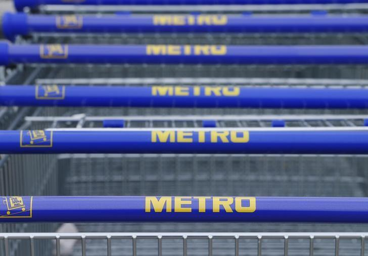 The logos of German retailer Metro are pictured on shopping carts at a market in Langenzersdorf, Austria, March 30, 2016. REUTERS/Heinz-Peter Bader