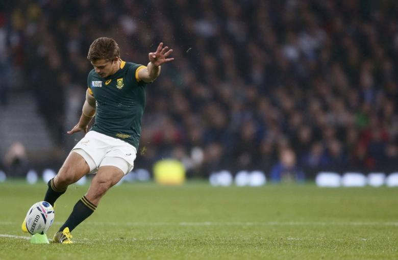 Pat Lambie of South Africa kicks a penalty during their Rugby World Cup Semi-Final match against New Zealand at Twickenham in London, Britain, October 24, 2015.   REUTERS/Stefan Wermuth/Action Images