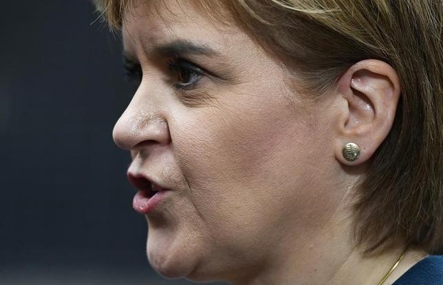 3月13日、スコットランド自治政府のスタージョン首相(写真)トランドの英国独立の是非を問う住民投票を再実施するよう求めた。写真はロンドンで昨年10月撮影(2017年 ロイター/Dylan Martinez)