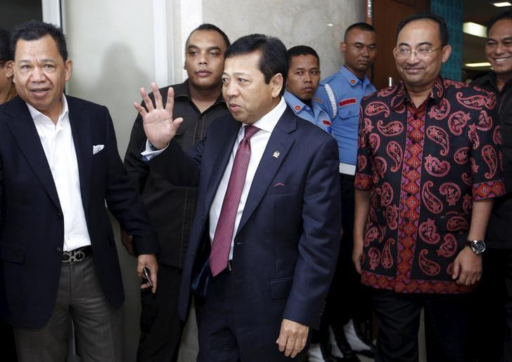 The speaker of Indonesia's parliament , Setya Novanto, leaves an ethics panel hearing in Jakarta, Indonesia in this  picture taken December 7, 2015. REUTERS/Garry Lotulung/File Photo