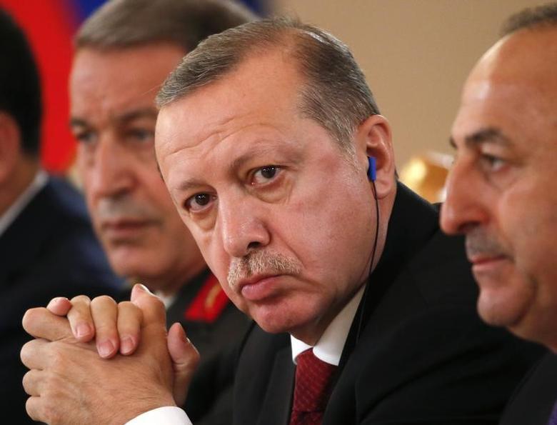 Turkish President Tayyip Erdogan (C)   in Moscow, Russia, March 10, 2017. REUTERS/Sergei Ilnitsky/Pool