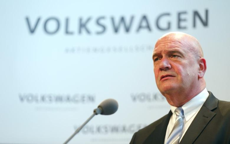 Bernd Osterloh, head of Volkwagen's works council, addresses a news conference at the company's headquarters in Wolfburg, Germany October 6, 2015. REUTERS/Hannibal Hanschke