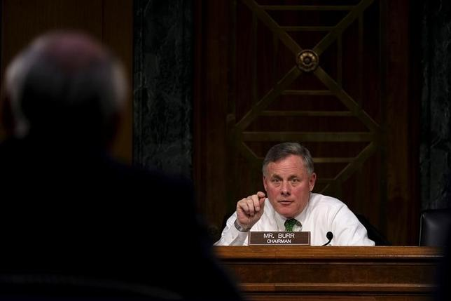 3月16日、米上院情報委員会の幹部は、2016年の大統領選中にオバマ政権がトランプタワーの電話を盗聴したとのトランプ大統領の主張を否定する超党派の声明を発表した。写真は情報委員会のリチャード・バー委員長(共和党)。ワシントンで2月撮影(2017年 ロイター/James Lawler Duggan)