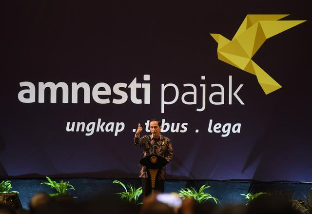 Indonesian President Joko Widodo speaks about the tax amnesty program to members of the business community in Jakarta, Indonesia February 28, 2017 in this photo taken by Antara Foto. Antara Foto/Akbar Nugroho Gumay/via REUTERS