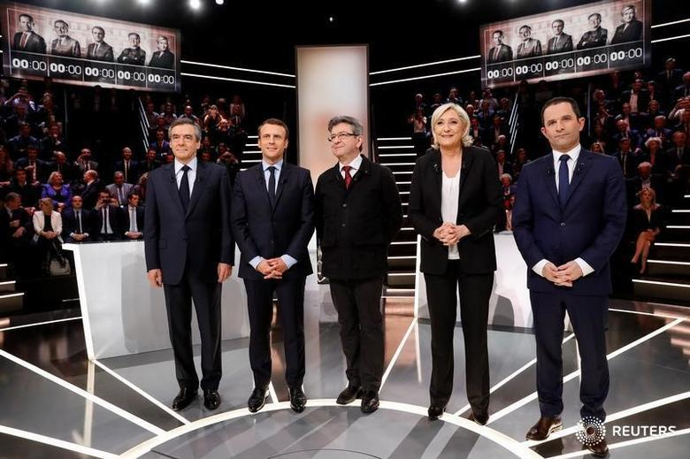 French presidential election candidates (LtoR) Francois Fillon, Emmanuel Macron, Jean-Luc Melenchon, Marine Le Pen and Benoit Hamon, pose before a debate organised by French private TV channel TF1 in Aubervilliers, outside Paris, France, March 20, 2017. REUTERS/Patrick Kovarik/Pool - RTX31WPR