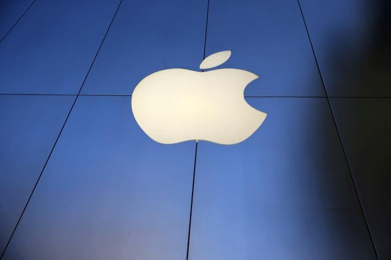 FILE PHOTO: The Apple Inc. store is seen in Los Angeles, California, U.S., September 16, 2016. REUTERS/Lucy Nicholson/File Photo