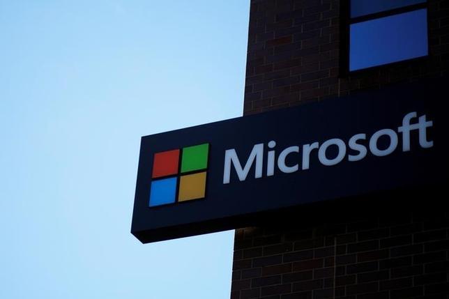 3月21日、米連邦最高裁判所はマイクロソフトの家庭用テレビゲーム機の一部所有者が起こした集団訴訟の認証を巡る口頭弁論を開き、被告としての同社側の主張に理解を示した。マサチューセッツ州で1月撮影(2017年 ロイター/Brian Snyder)