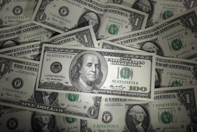 3月23日、午後3時のドル/円は、ニューヨーク市場午後5時時点に比べ、わずかにドル高/円安の111円前半をつけた。写真はワルシャワで2011年1月撮影(2017年 ロイター/Kacper Pempel)