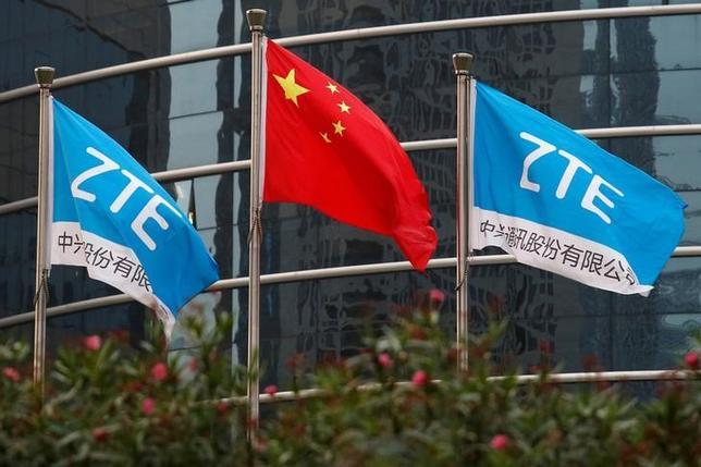 3月28日、米商務省は中国の通信機器メーカー、中興通訊(ZTE)について、輸出規制の対象リストから29日に除外すると発表した。深センにある同社の研究開発施設で2016年4月撮影(2017年 ロイター/Bobby Yip/File Photo)