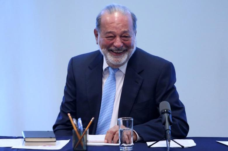 Mexican billionaire Carlos Slim smiles during a news conference in Mexico City, Mexico, January 27, 2017. REUTERS/Edgard Garrido