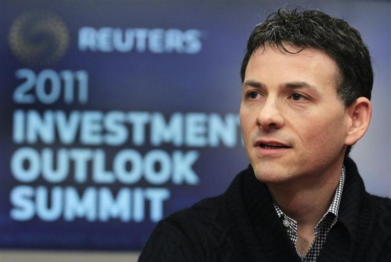 David Einhorn, President of Greenlight Capital, speaks at the Reuters Investment Outlook Summit in New York December 7, 2010.  REUTERS/Brendan McDermid