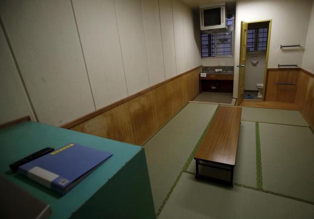4月3日、法務省入国管理局の東日本入国管理センター(茨城県牛久市)で3月25日に死亡したベトナム人男性の死因が、くも膜下出血だったことが3日、関係者への取材で分かった。写真は東日本入国管理センターの雑居房。茨城県牛久市で2015年3月撮影(2017年 ロイター/Yuya Shino )