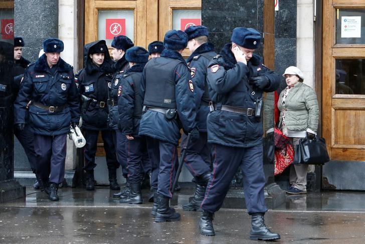 Police officers gather outside Ploschad Revolyutsii (Revolution Square) metro station in Moscow, Russia April 3, 2017. REUTERS/Sergei Karpukhin