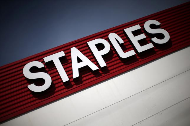 FILE PHOTO: A Staples store is seen in Los Angeles, California, U.S., March 7, 2017.  REUTERS/Lucy Nicholson/File Photo