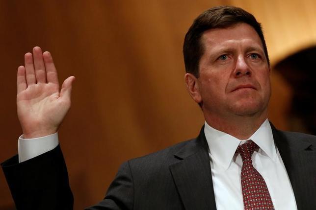 4月4日、米上院銀行委員会は、ジェイ・クレイトン氏(写真)の証券取引委員会(SEC)委員長への指名を15対8の賛成多数で承認した。3月撮影(2017年 ロイター/Jonathan Ernst)