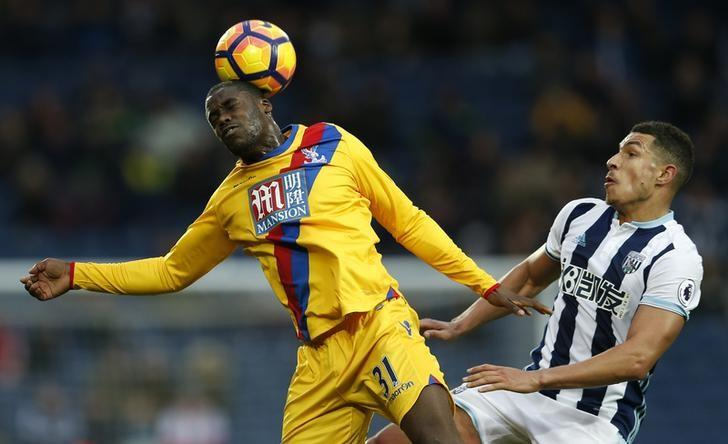 Britain Soccer Football - West Bromwich Albion v Crystal Palace - Premier League - The Hawthorns - 4/3/17 Crystal Palace's Jeffrey Schlupp in action with West Bromwich Albion's Jake Livermore Action Images via Reuters / Andrew Boyers Livepic