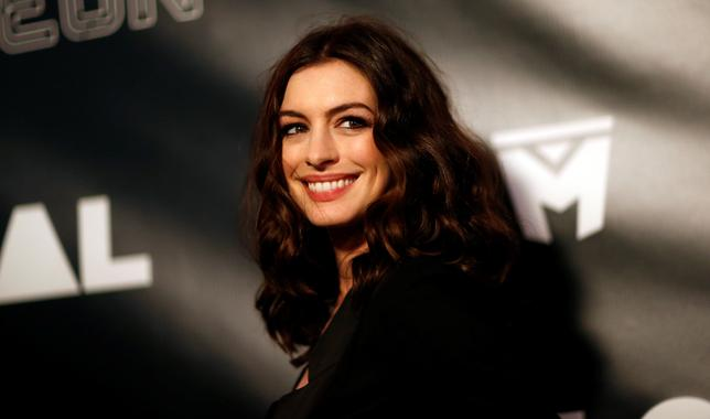 Cast member Anne Hathaway poses at the premiere of the movie ''Colossal'' in Los Angeles, California, U.S., April 4, 2017. REUTERS/Mario Anzuoni