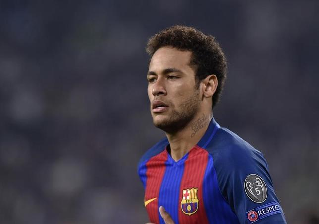 4月11日、サッカーのスペイン1部、バルセロナに所属するブラジル代表FWネイマールが3試合の出場停止処分により、レアル・マドリードとの伝統の一戦「クラシコ」を欠場することになった(2017年 ロイター)