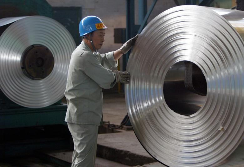 FILE PHOTO: A labourer works at a cold-rolling mill on the outskirts of Wuhan, capital of central China's Hubei province August 22, 2006.   REUTERS/Alfred Cheng Jin/File Photo