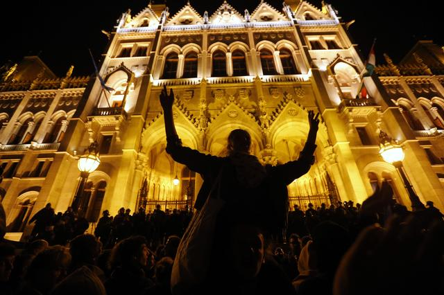 People protest against a new law that would undermine Central European University, a liberal graduate school of social sciences founded by U.S. financier George Soros at front of the Hungarian Parliament in Budapest, Hungary, April 12, 2016. REUTERS/Laszlo Balogh