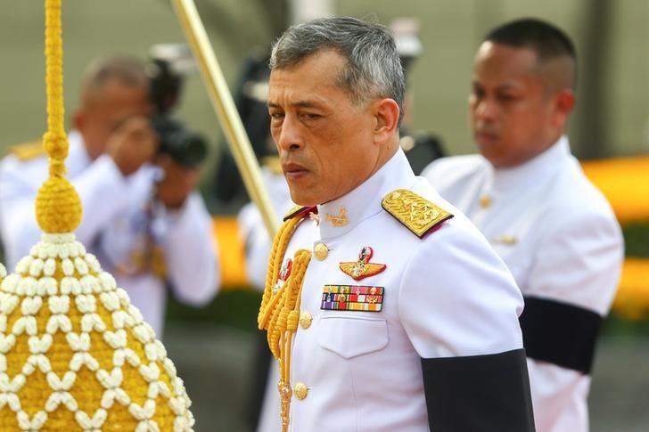 Thailand's King Maha Vajiralongkorn Bodindradebayavarangkun is seen at the monument of King Rama I after signing a new constitution in Bangkok, Thailand April 6, 2017. REUTERS/Athit Perawongmetha