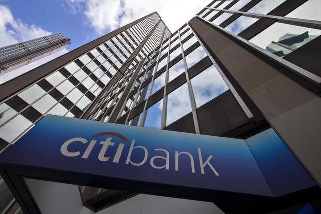 4月13日、米大手銀行は華々しく着飾っているが、内実としては成長できる分野は乏しい。写真は2015年5月、ニューヨークで撮影(2017年 ロイター/Mike Segar)