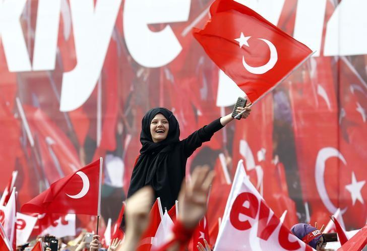 Supporters of Turkish President Tayyip Erdogan wave national flags during a rally for the upcoming referendum in Konya, Turkey, April 14, 2017. REUTERS/Umit Bektas