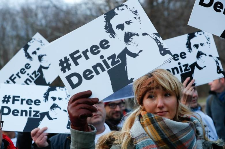 Protestors carry placards during a demonstration to support arrested German-Turkish journalist Deniz Yucel outside theTurkish Embassy in Berlin, Germany, February 28, 2017.     REUTERS/Fabrizio Bensch - RTS10T6A