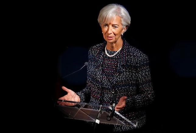 4月18日、国際通貨基金(IMF)のラガルド専務理事(写真)はインタビューで、ギリシャの債務が持続不可能だと判断した場合、IMFはギリシャの支援プログラムに参加しないと述べた。12日撮影(2017年 ロイター/Francois Lenoir)