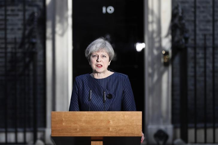 2017年4月18日,英国首相特雷莎·梅在唐宁街10号与媒体见面。她要求在6月8日提前选举,称政府拥有与欧盟谈判退欧条款的正确计划,而她需要国内政治团结。REUTERS/Stefan Wermuth