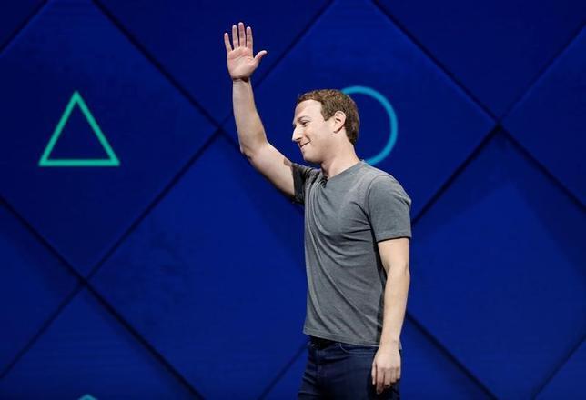 4月18日、米フェイスブックのザッカーバーグ最高経営責任者(CEO)は、拡張現実(AR)の利用を推進していく方針を明らかにした(2017年 ロイター/Stephen Lam)