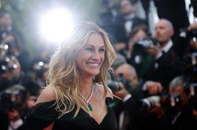 4月19日、米芸能誌ピープルが19日、毎年恒例の「世界で最も美しい人」を発表し、映画「プリティ・ウーマン」などで知られる米女優のジュリア・ロバーツ(49)が、過去最多となる5度目の栄誉を手にした。2016年5月撮影(2017年 ロイター/Regis Duvignau)