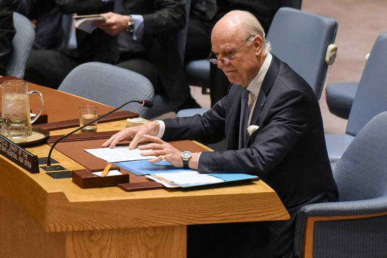 FILE PHOTO: Special Envoy to Syria Staffan de Mistura delivers remarks at a Security Council meeting on the situation in Syria at the United Nations Headquarters in New York, U.S., April 12, 2017. REUTERS/Stephanie Keith
