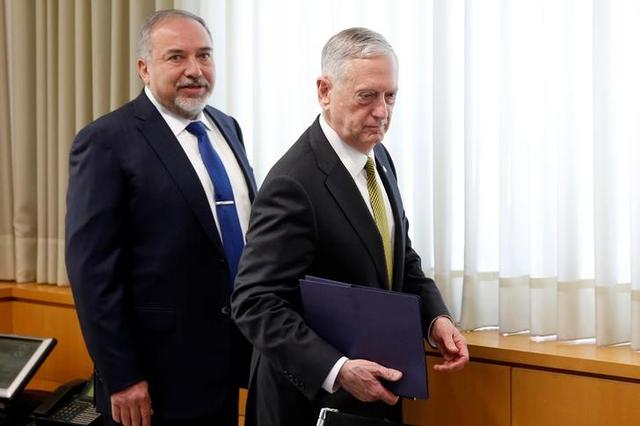Israel's Minister of Defense Avigdor Lieberman (L) and U.S. Defense Secretary James Mattis (C) take their seats for a meeting at the Ministry of Defense in Tel Aviv, Israel April 21, 2017. REUTERS/Jonathan Ernst