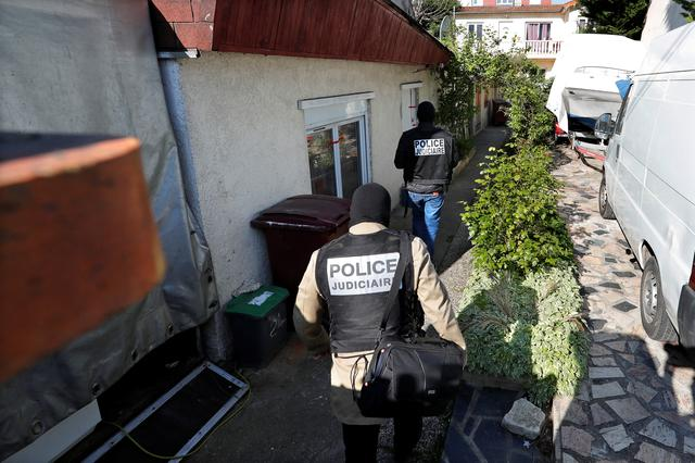 French police arrive at the house of the gunman killed in a shootout with police on the Champs Elysees Avenue, in the Paris suburb of Chelles, France, April 21, 2017.  REUTERS/Charles Platiau