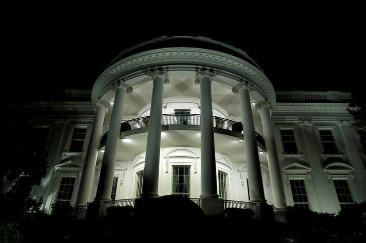 资料图片:2016年9月,夜幕中的美国白宫。REUTERS/Yuri Gripas