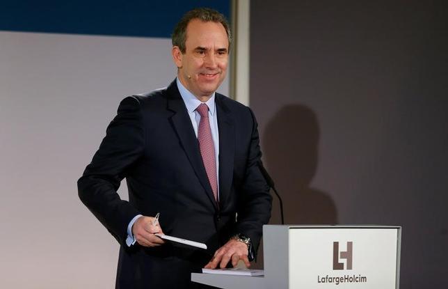 4月24日、セメント世界最大手のラファルジュホルシムは、エリック・オルセン最高経営責任者(CEO)が7月15日付で退任すると発表した。写真は同社CEOオルセン氏。チューリッヒで3月撮影(2017年 ロイター/Arnd Wiegmann)