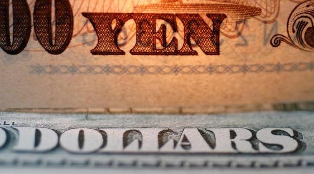 4月24日、朝日生命保険の2017年度の運用計画では、為替ヘッジ付き外債を中心に外貨建て債券を1000億円積み増す方針だ。2010年9月撮影(2017年 ロイター/Yuriko Nakao)