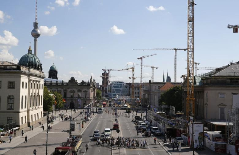A general view shows the old city skyline at Unter den Linden street with the construction site of the Berliner Schloss (Berlin City Palace) - Humboldtforum (C) in Berlin, August 28, 2014.  REUTERS/Fabrizio Bensch