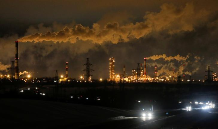 A general view shows the Slavneft-YaNOS refinery owned by Russian oil and gas company Slavneft in Yaroslavl, Russia, January 18, 2017.  REUTERS/Maxim Shemetov/File Photo