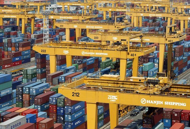 Hanjin Shipping's container terminal is seen at the Busan New Port in Busan, about 420 km (261 miles) southeast of Seoul, August 8, 2013. REUTERS/Lee Jae-Won/Files