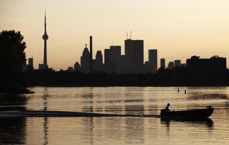 资料图片:2009年8月,多伦多一处公园内的游船。REUTERS/Mark Blinch