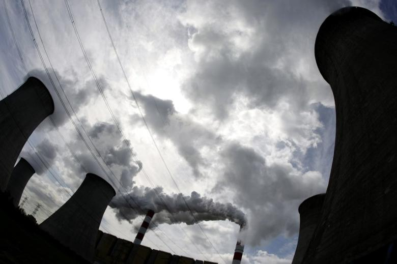 FILE PHOTO: Smoke bellow from the chimneys of Belchatow Power Station, Europe's largest biggest coal-fired power plant, in this May 7, 2009 file photo. REUTERS/Peter Andrews/Files