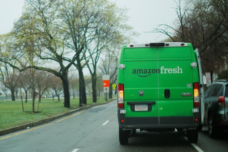 An Amazon Fresh truck makes a delivery in Cambridge, Massachusetts, U.S., April 26, 2017. REUTERS/Brian Snyder/Files